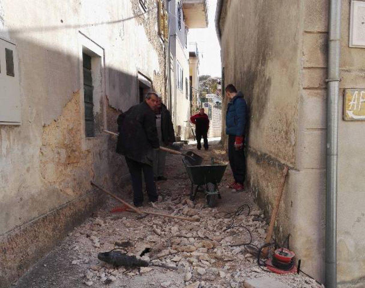 Radovi u tijeku: Uređuje se još jedna ulica u Skradinu